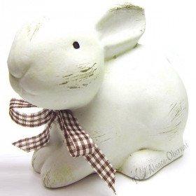 White Rabbit mit seiner dekorativen Schleife saß Ceramics in La Boite aux