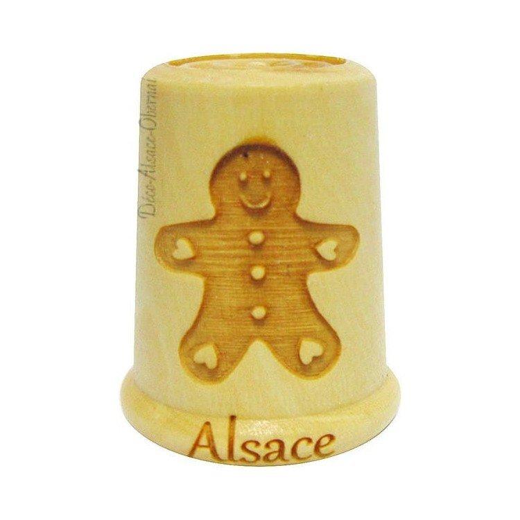 Découvrez Dé à Coudre en Bois gravé d'un Mannele d'Alsace au Magasin La Boite aux Trésors à Obernai