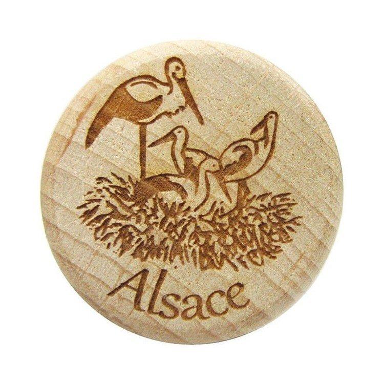 Découvrez Bouchon en Bois et Liège gravé Nid de Cigognes d'Alsace au Magasin La Boite aux Trésors à Obernai