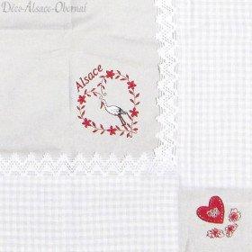 quadratisches Blatt 90 cm x 90 cm grau Herzen und Stickerei auf Fliesen Vichy