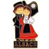Pin's Broche de Collection avec Couple d'Alsacien