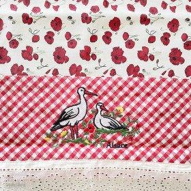 Nappe carrée 90 cm x 90 cm décors Coquelicots Vichy et Cigognes