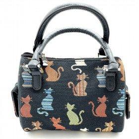 Kleine gemütliche Katzenhandtasche in der Farbe auf einem schwarzen