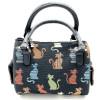 Kleine gemütliche Katzenhandtasche in der Farbe auf einem schwarzen Hintergrund, Tapisserie-Stil