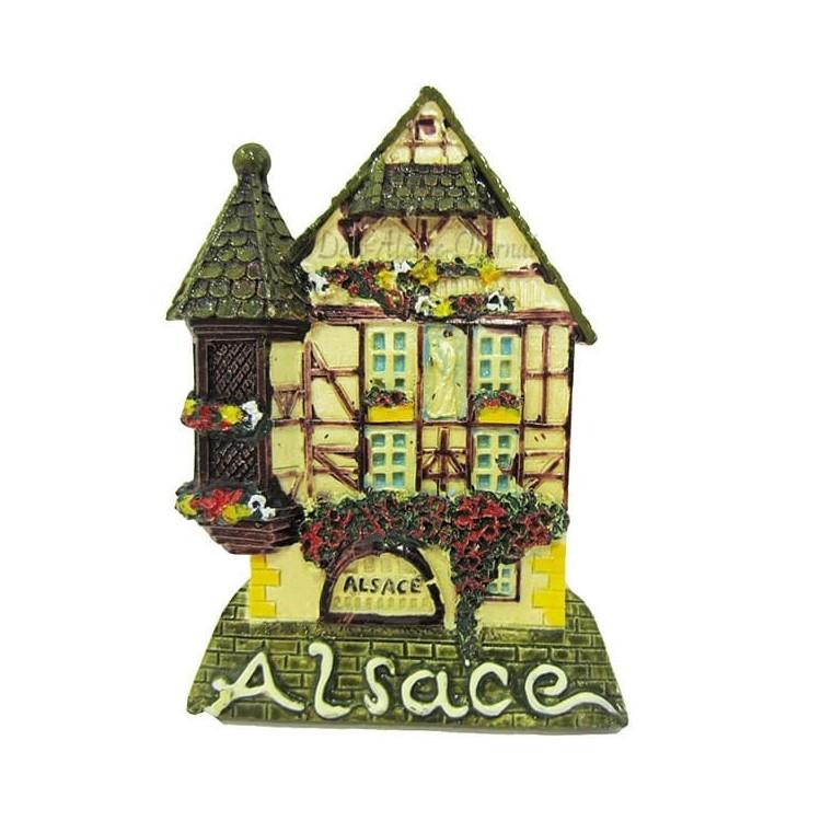 Retrouvez Magnet Décoratif Maison d'Alsace à Colombage et Tourelle à Obernai